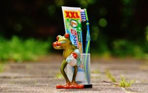 Zahnpasta mit Frosch